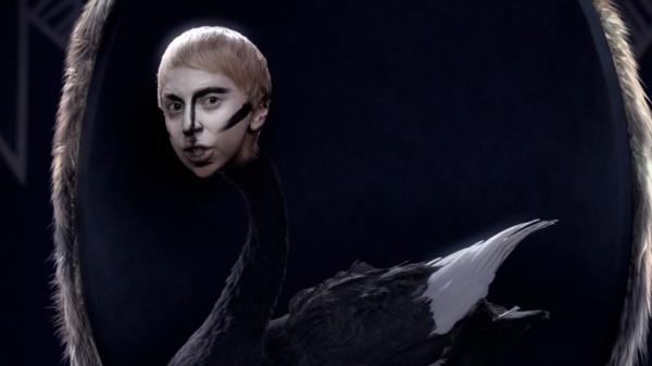 lady-gaga-applause-music-video-18